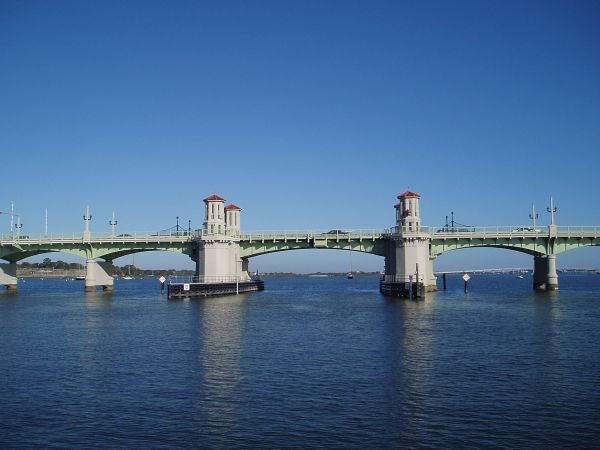 Bridge of Lion: It opens every 30 minutes. One direction from the bridge is to Anastasia State Park (about 30 minutes walking) and the other is to Historic Town of St. Augustine (5 minutes walking).
