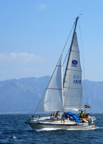 Soren sailing Alone on 'S/Y Lady Elaine'