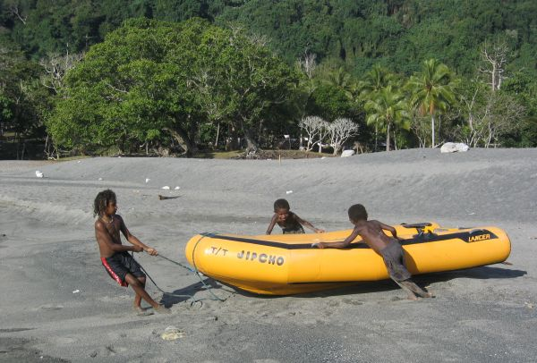 The kids in Vanuatu, pulling the dinghy (Photo Taken By Thimai Pham)