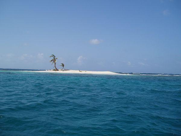 Warsopguadup Island in Coco Bandero Cays, San Blas/Panama