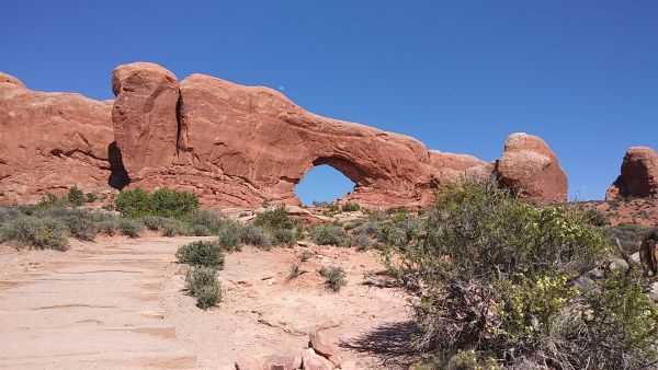 Sightseeing In Arches National Park Busy Season In Moab